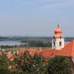Pohled z terasy na místní kostel